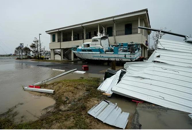 President Trump heads to Louisiana as Hurricane Laura cleanup begins